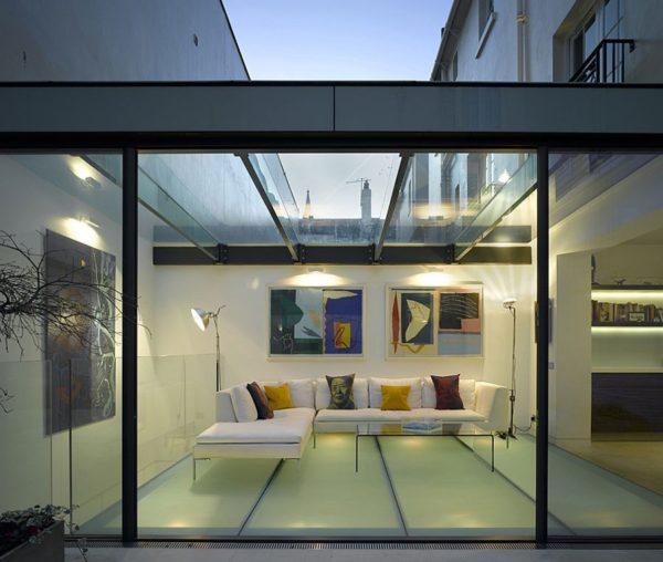 Стильный стеклянный пол с подсветкой