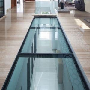 Прозрачный пол из стекла