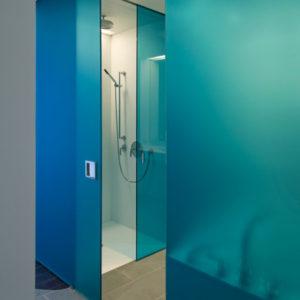 Матовая дверь из стекла синего цвета