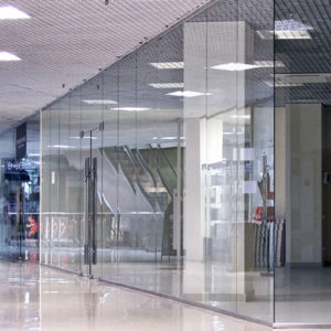 Стеклянная перегородка для торгового центра