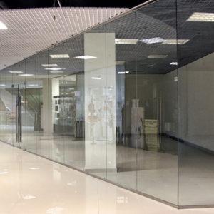 Перегородки торговых центров из стекла