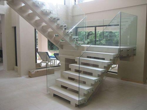 прозрачное остекление лестницы