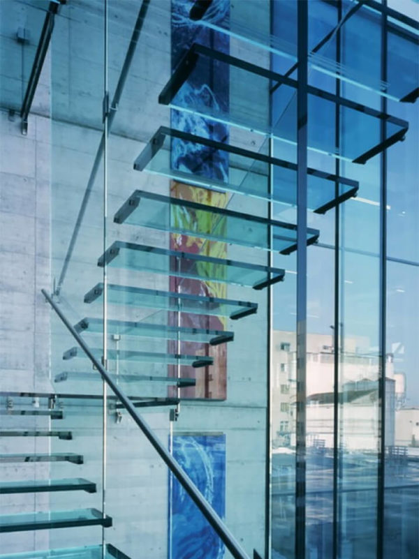 Лестница стеклянная