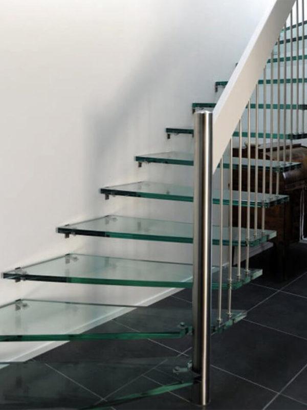 Элегантная лестница из стекла