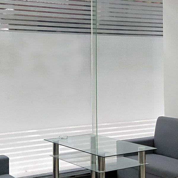 Прозрачная офисная перегородка из стекла