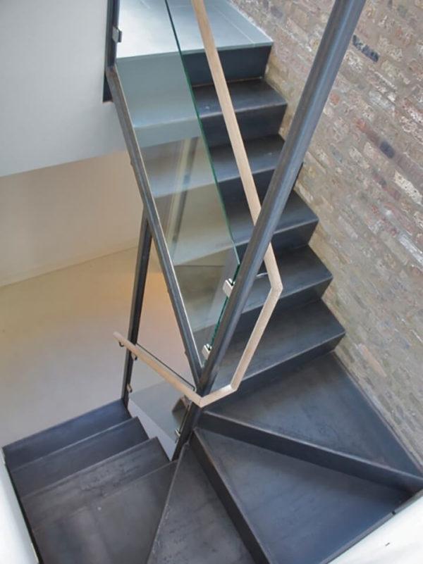 Ограждение лестниц из стекла