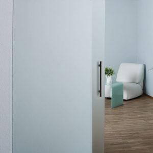 Матовая раздвижная дверь из стекла
