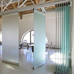 Раздвижные перегородки из стекла