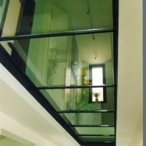 Современный пол из стекла