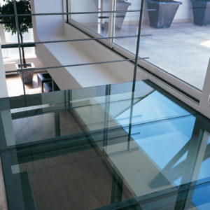 Стеклянный пол для офиса